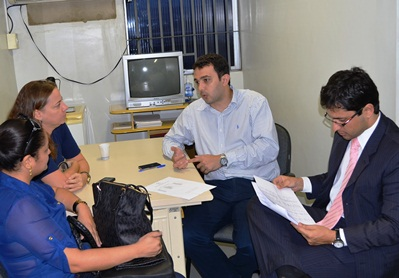 Barbara Quirino e Liliane Ribeiro auditoras da CGM com o diretor geral do Socorrão I Yglésio Moyses e o procurador Duarte Jr. (foto: Ascom/Socorrão).